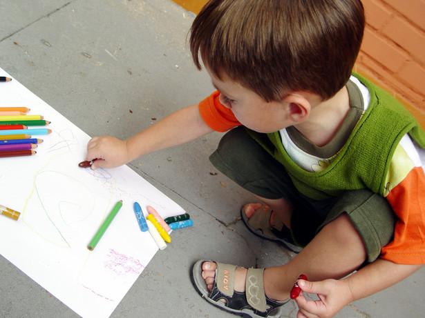 Rzecznik praw dziecka i Związek Nauczycielstwa Polskiego postulują, by przedszkola były finansowane z budżetu państwa i dostępne dla wszystkich dzieci.