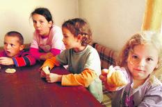 NIS05 Deca iz porodice Vukic iz Mramora nekada danima jedu samo hleb foto Branko Janackovic