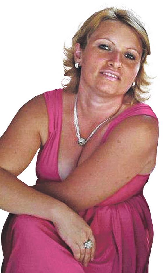 Gordana Kukolj radila je u pekari kada je njen poznanik upao u radnju i zapucao iz pištolja. Ona je primljena u bolnicu sa povredama na glavi i rukama i u besvesnom stanju.