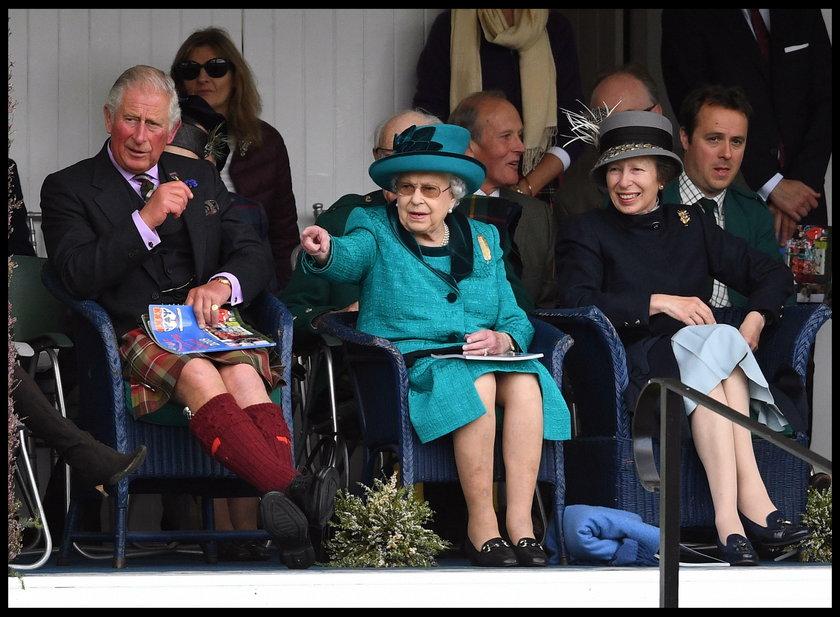 KsiążęKarol, królowa Elżbieta II i księżniczka Anna
