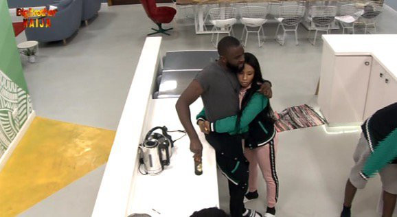 Gedoni and Mercy cuddle up on the second day of the ongoing BBNaija 2019. [Twitter/BBNaija]