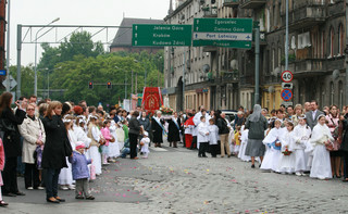 Sanepid szuka uczestników procesji Bożego Ciała w Bełchatowie