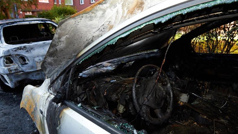 Podpalane były zarówno tanie, jak i drogie samochody. Strażacy ugasili wszystkie pojazdy przed godziną czwartą nad ranem.