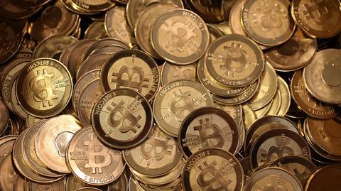 Bitcoin to wirtualna waluta wprowadzona na rynek w 2009 roku