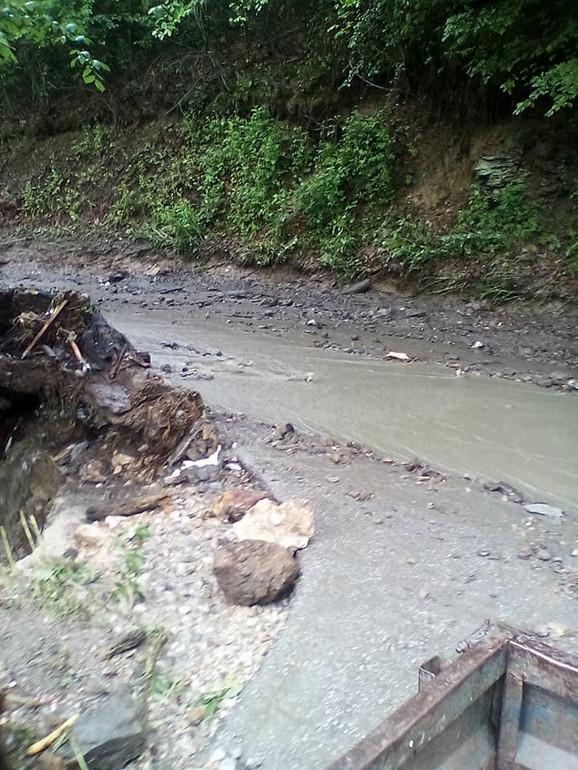 Poplave su odnele puteve