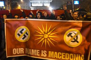 DEMONSTRACIJE ISPRED SOBRANJA Makedonci protestuju protiv promene imena (FOTO)