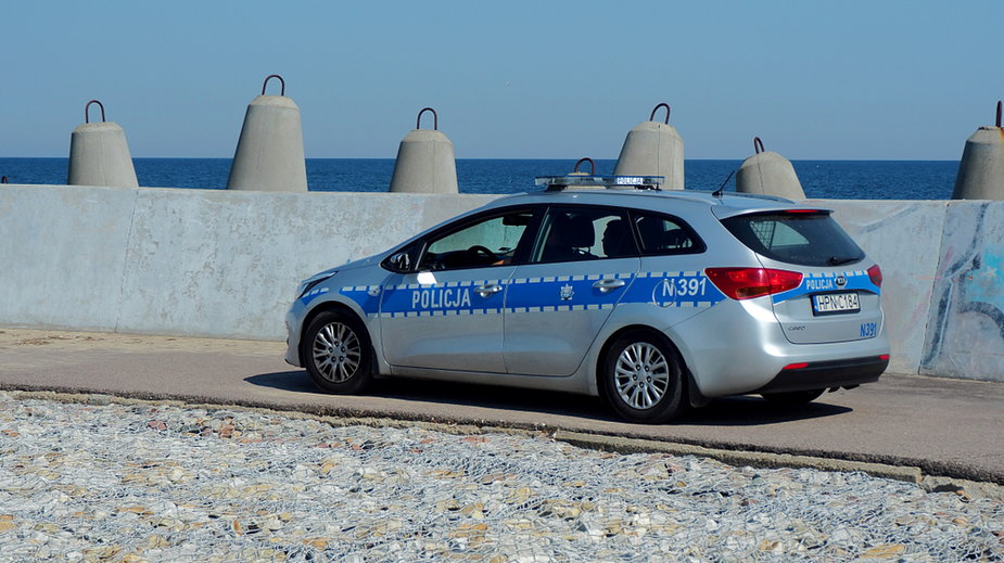 Pomorscy policjanci prowadzą wzmożone kontrole przestrzegania zasad bezpieczeństwa zw. z koronawirusem