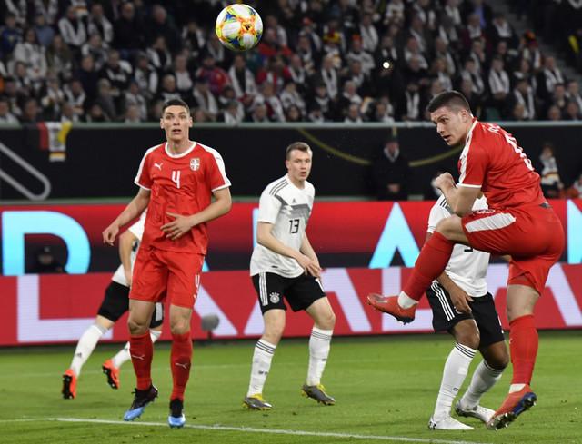 Trenutak kada Luka Jović matira golmana Nemačke Manuela Nojera