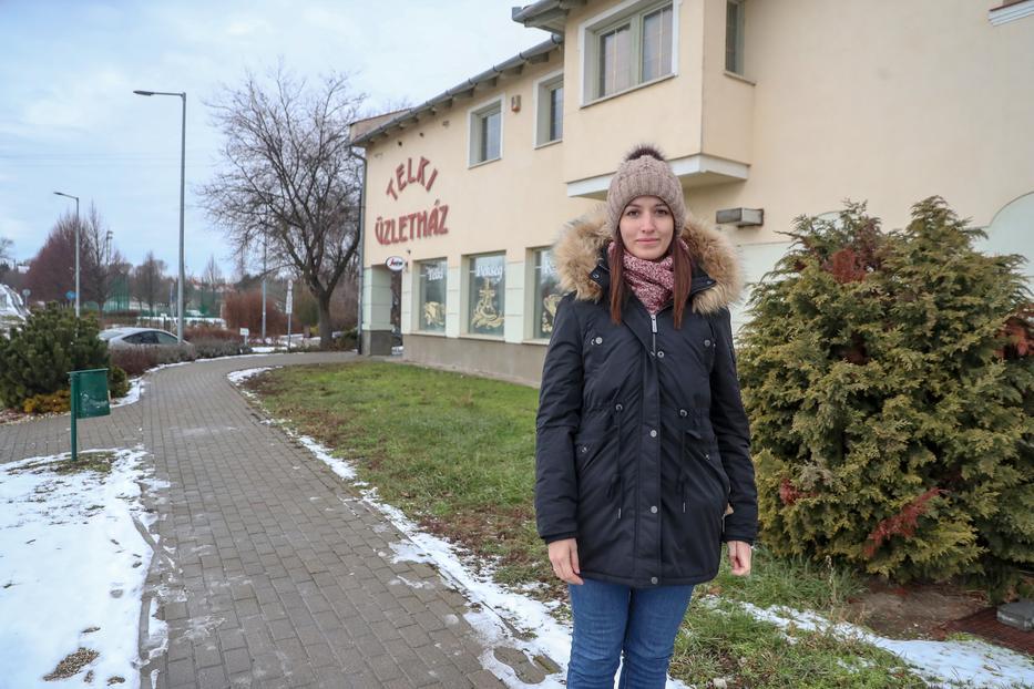 Ingrid a családjával néhány éve költözött Telkibe, a településen nincs hajléktalan /Fotó: Pozsonyi Zita