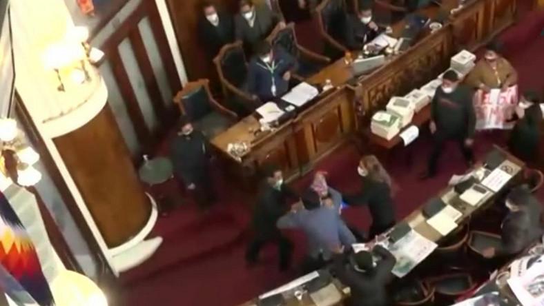 Bójka w boliwijskim parlamencie