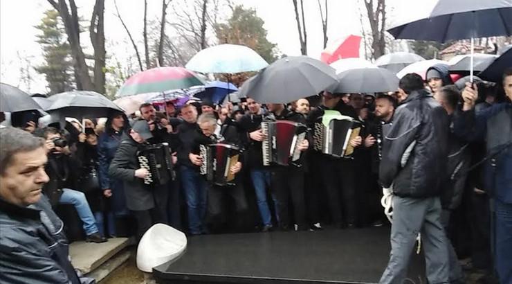 Harmonikaši na sahrani Šabana Šaulića