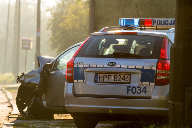 Z powodu gołoledzi na ulicach miasta rano panowały niezwykle trudne warunki do jazdy samochodem i poruszania się pieszo