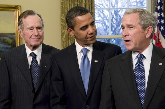 Džordž Buš stariji i mlađi sa Barakom Obamom