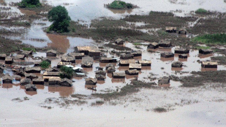 800 people left homeless after night floods