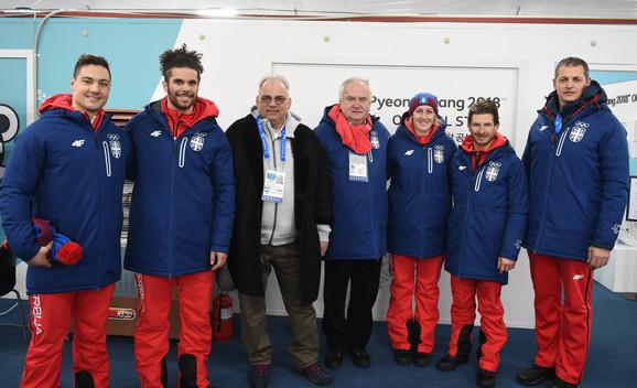 Nenad Lalović, treći s leva, uz predsednika OKS Božidara Maljkovića i naše olimpijce u Pjongčangu