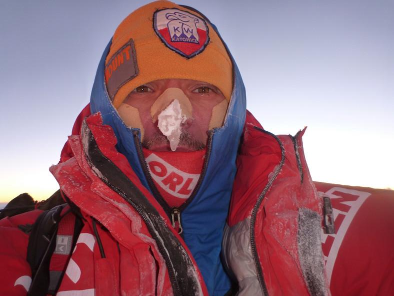 Artur Małek na szczycie Broad Peak