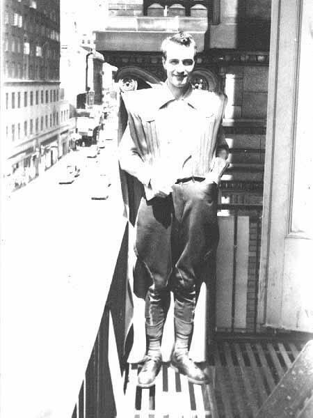 Forrest J. Ackerman w swoim kostiumie na World Conie w 1939 roku