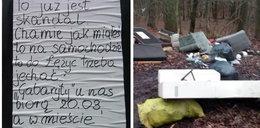 Wyrzucił w lesie pół domu. Mieszkańcy zostawili mu wiadomość