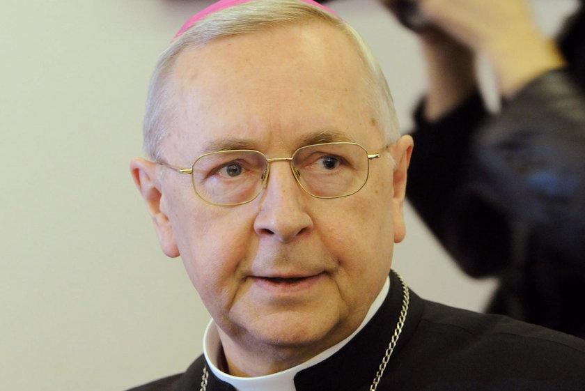 Szef episkopatu odpowiada minister edukacji