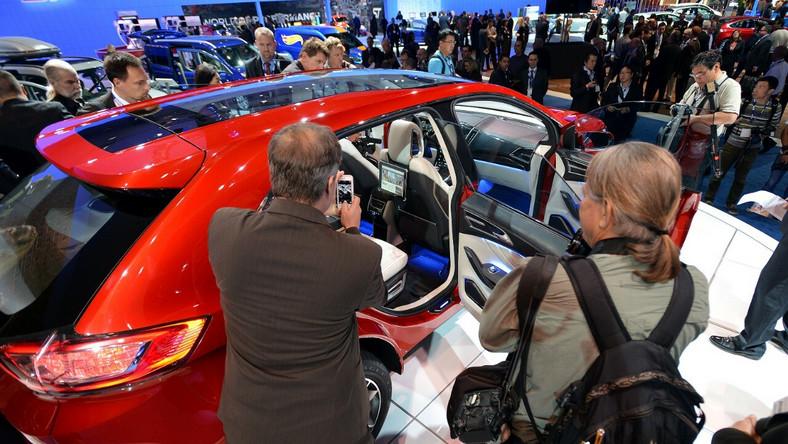Ford zaprezentował w czasie salonu samochodowego w Los Angeles nowe wcielenie modelu edge. Jak na razie to prototyp, ale wiadomo, że rozwiązania techniczne oraz stylistyka nie zmarnują się - bardzo prawdopodobne, że właśnie taki będzie wygląd dużego SUV-a przeznaczonego na europejski rynek. Czego mogą spodziewać się kierowcy - także ci w Polsce?