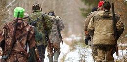 Rodzina wśród mężczyzn z bronią. Dramatyczna relacja z Łapalic