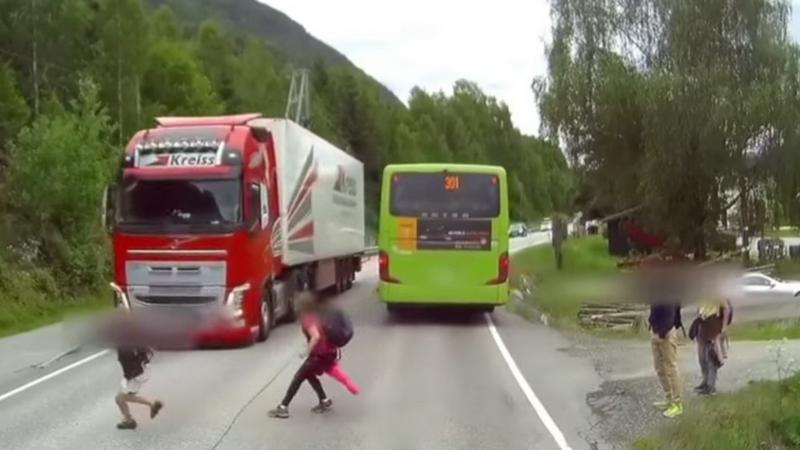 Uniknięto wypadku z ciężarówką