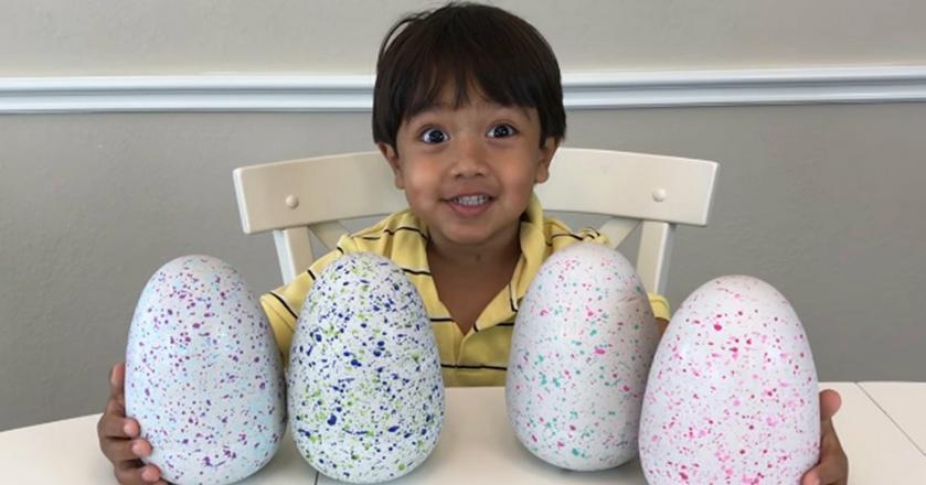 Ryan ma tylko 6 lat, na swoim youtube'owym kanale recenzuje zabawki
