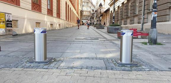 Potapajući stubići u pešačkoj zoni