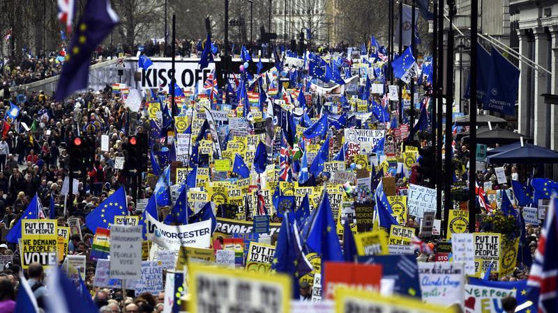 ca802961f0 A hét végén több mint egymillióan követelték Londonban a Brexitről szóló  újabb népszavazás kiírását /Fotó