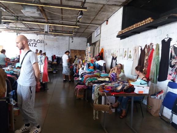 Kupci mogu da pronađu i garderobu poznatih brendova