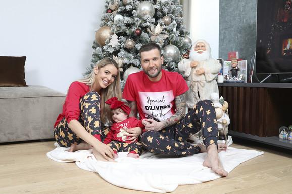 Vladan Savić i Jovana Jocić sa ćerkom
