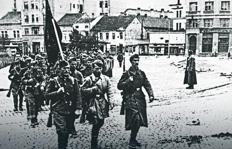 Ulazak partizanske kolone u grad