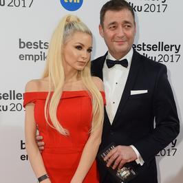 Jacek Rozenek z partnerką młodszą o 23 lata po raz pierwszy na salonach