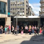 KILOMETARSKI REDOVI Stotinak Beograđana na ulici, a NIJE PROTEST