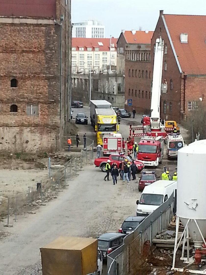Straż pożarna ściaga operatora dźwigu