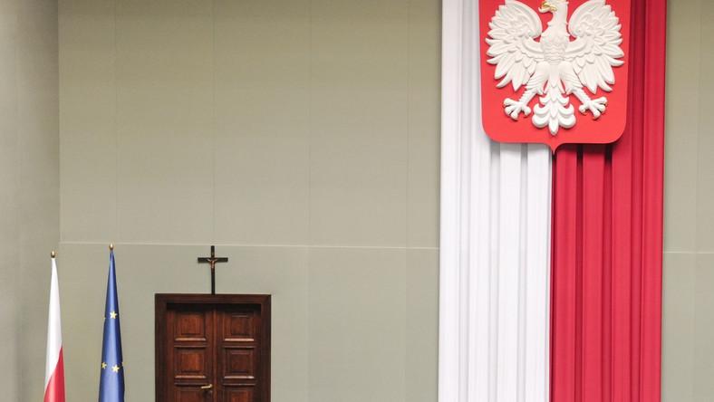 Trwa spór o krzyż w polskim Sejmie