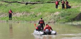 17-latek uciekał przed policją i wskoczył do rzeki. Szukają ciała