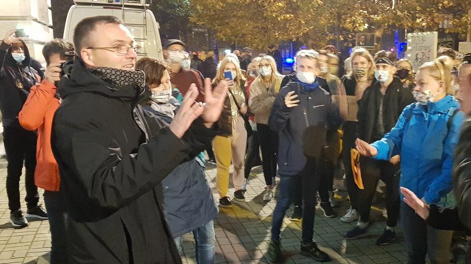 Archidiecezja odcina się od się księdza, który rozmawiał z protestującymi w Katowicach