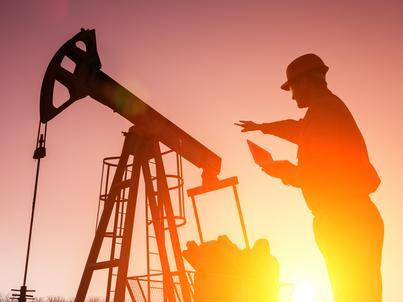 Zapasy ropy naftowej w USA spadły, równocześnie wzrosło wydobycie