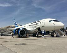 Samolot Bombardier CS100, na który USA nałożyły 300 proc. cła