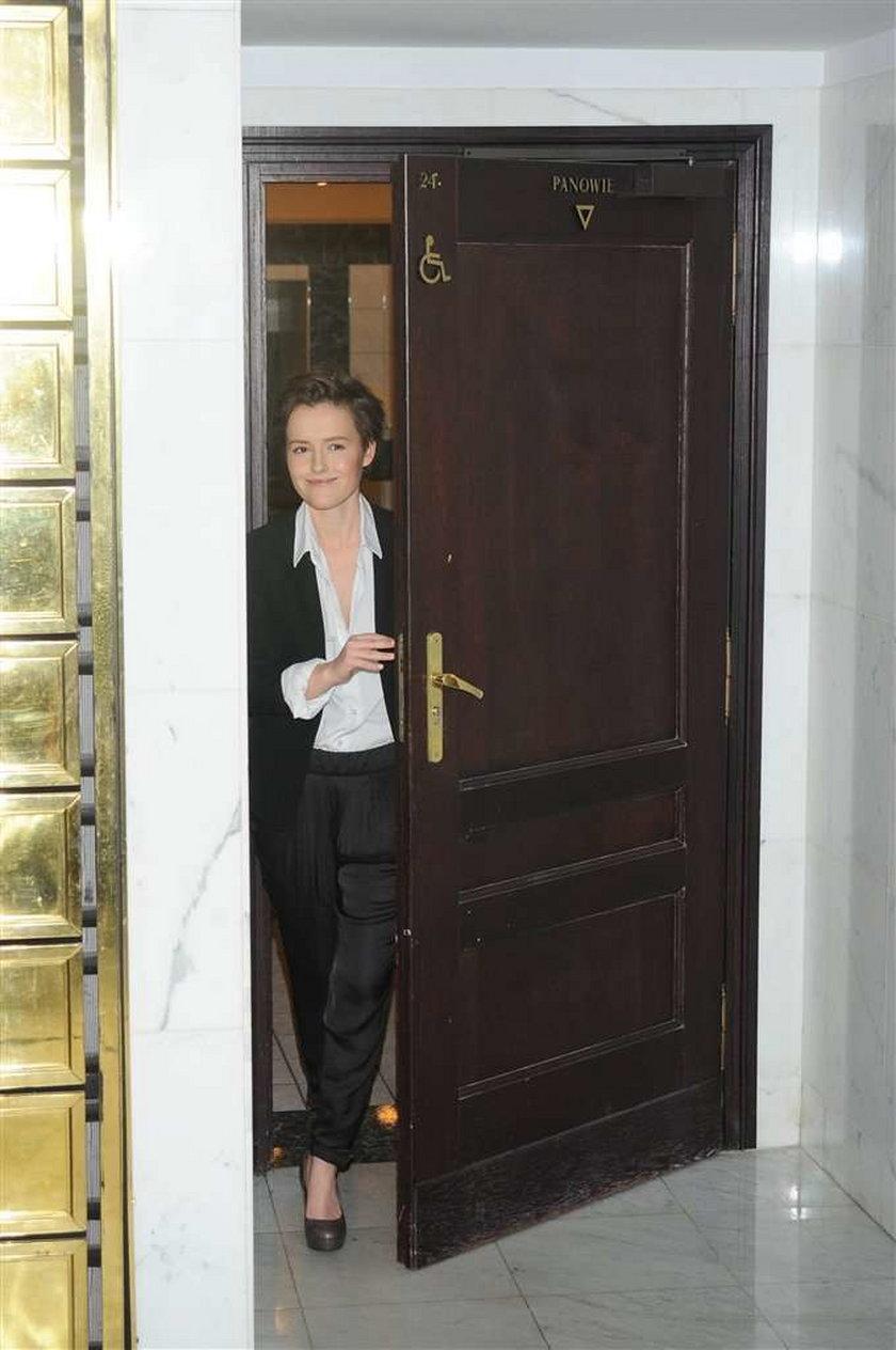 Olga Frycz w męskiej toalecie. Co tam robiła?