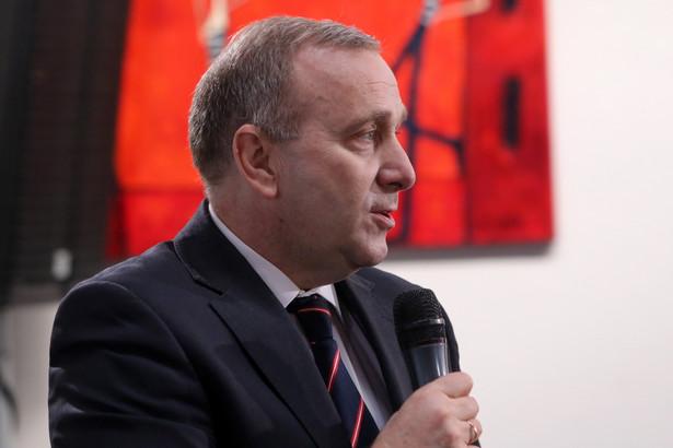"""Lider największej opozycyjnej partii podczas spotkania z dziennikarzami powiedział, że niedzielne przemówienie prezesa Prawa i Sprawiedliwości Jarosława Kaczyńskiego było """"bardzo symboliczne""""."""