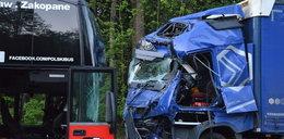 9 osób rannych. Autobus zderzył się z ciężarówką