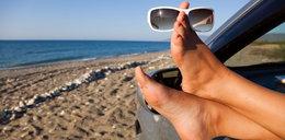 Czy można wjechać autem na plażę? Ten turysta tego nie wiedział