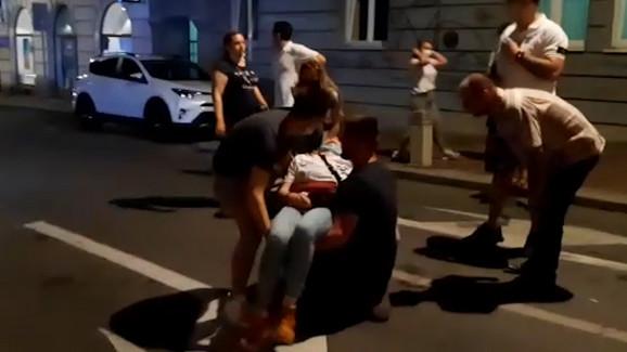 Građani padaju u nesvest od suzavca