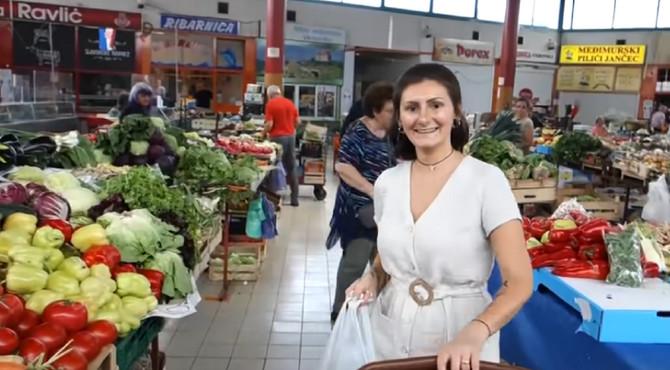 Ozana Pevec Marić na pijaci