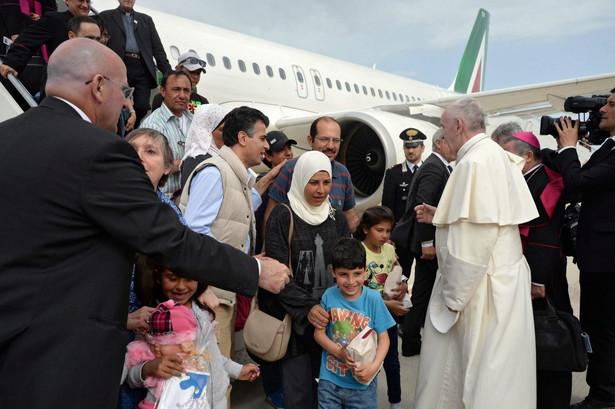 """""""Uchodźcy potrzebują takiej osoby jak papież, kogoś potężnego, sławnego, kto się za nimi ujmie"""""""