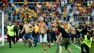 Lens bans fans for up to 18 months for pitch invasion