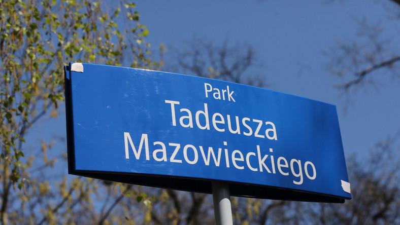 W środę w Warszawie odbyła się uroczystość nazwania śródmiejskiego parku imieniem pierwszego premiera III Rzeczypospolitej Tadeusza Mazowieckiego oraz posadzenia dębu jego imienia. Park znajduje się pomiędzy al. Lecha Kaczyńskiego, ulicami Myśliwiecką i Górnośląską.