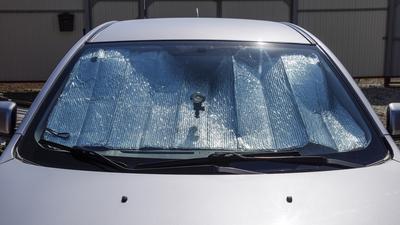 Zobacz, jak szybko nagrzewa się wnętrze twojego samochodu!